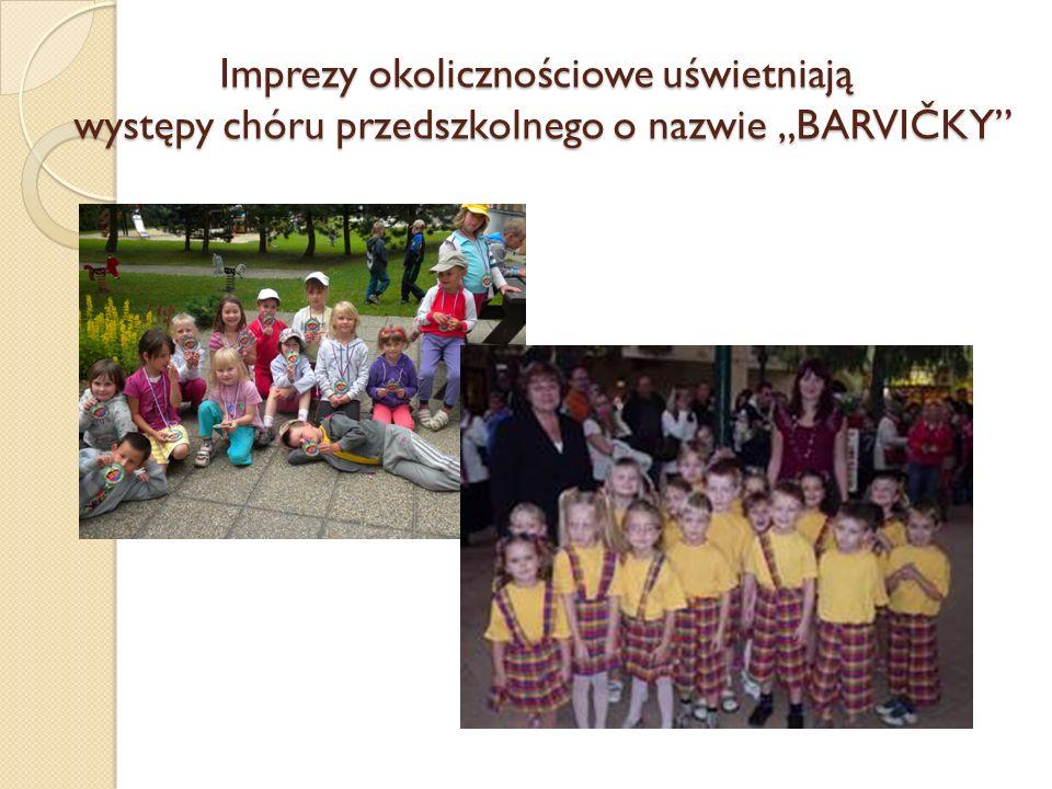 Imprezy okolicznościowe uświetniają występy chóru przedszkolnego o nazwie BARVIČKY