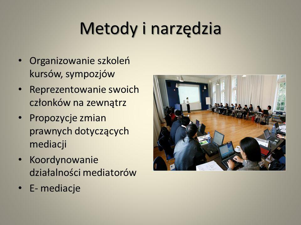 Metody i narzędzia Organizowanie szkoleń kursów, sympozjów Reprezentowanie swoich członków na zewnątrz Propozycje zmian prawnych dotyczących mediacji Koordynowanie działalności mediatorów E- mediacje