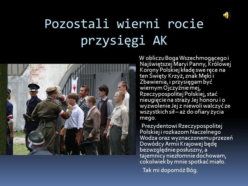 Pozostali wierni rocie przysięgi AK W obliczu Boga Wszechmogącego i Najświętszej Maryi Panny, Królowej Korony Polskiej kładę swe ręce na ten Święty Kr