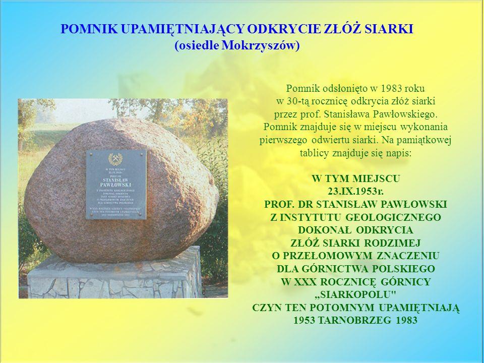 Pomnik odsłonięto w 1983 roku w 30-tą rocznicę odkrycia złóż siarki przez prof. Stanisława Pawłowskiego. Pomnik znajduje się w miejscu wykonania pierw