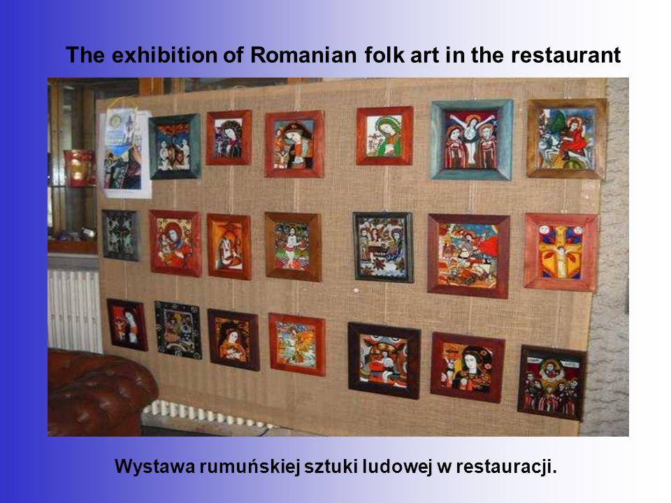 The exhibition of Romanian folk art in the restaurant Wystawa rumuńskiej sztuki ludowej w restauracji.