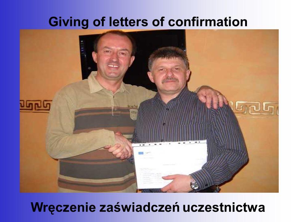Giving of letters of confirmation Wręczenie zaświadczeń uczestnictwa
