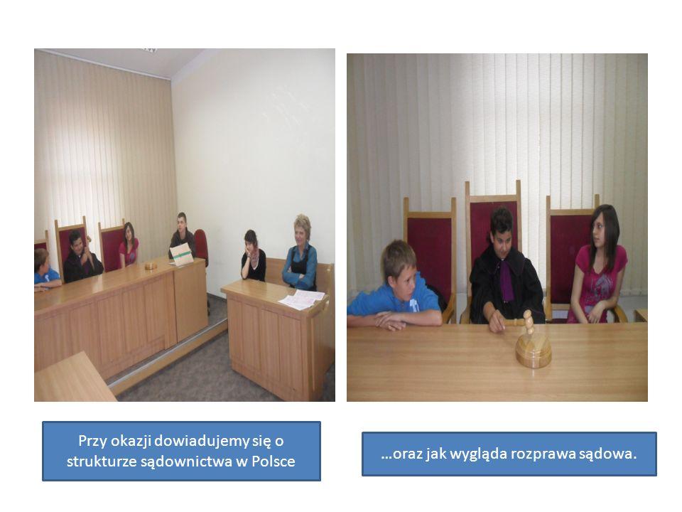 Przy okazji dowiadujemy się o strukturze sądownictwa w Polsce …oraz jak wygląda rozprawa sądowa.