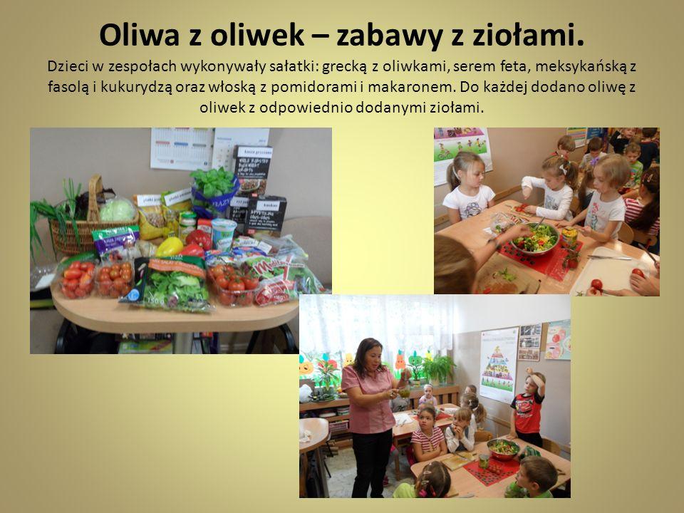Oliwa z oliwek – zabawy z ziołami. Dzieci w zespołach wykonywały sałatki: grecką z oliwkami, serem feta, meksykańską z fasolą i kukurydzą oraz włoską