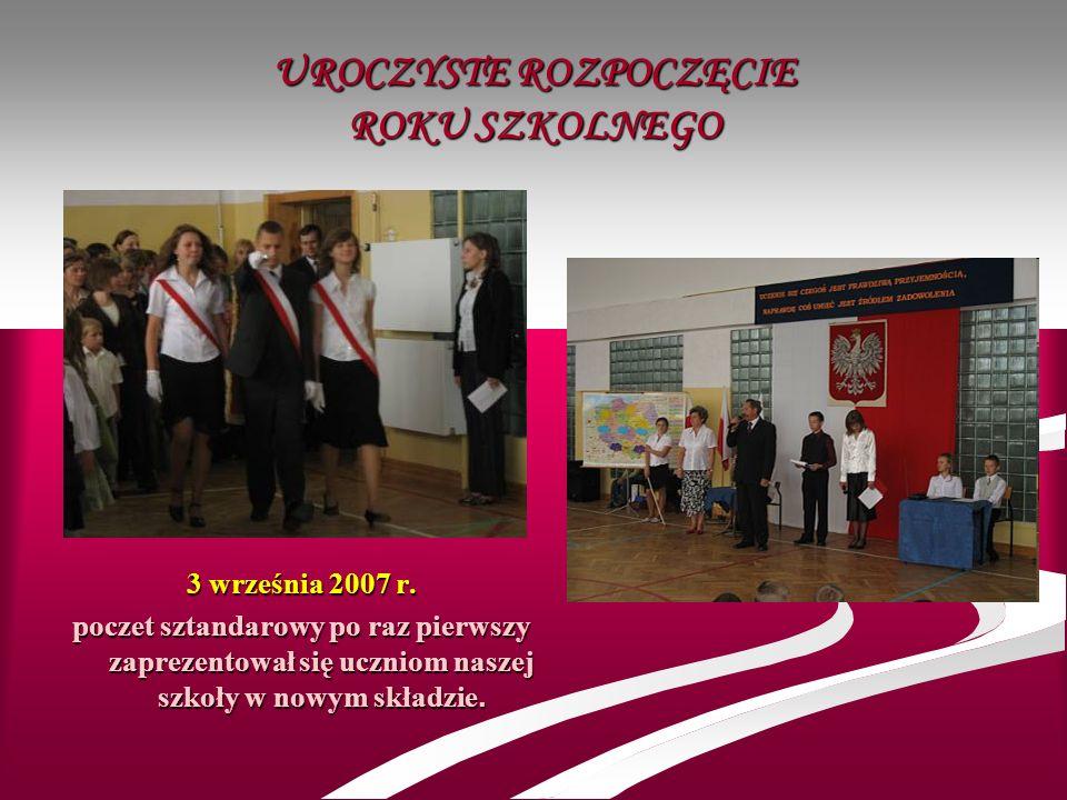 UROCZYSTE ROZPOCZĘCIE ROKU SZKOLNEGO 3 września 2007 r. poczet sztandarowy po raz pierwszy zaprezentował się uczniom naszej szkoły w nowym składzie.
