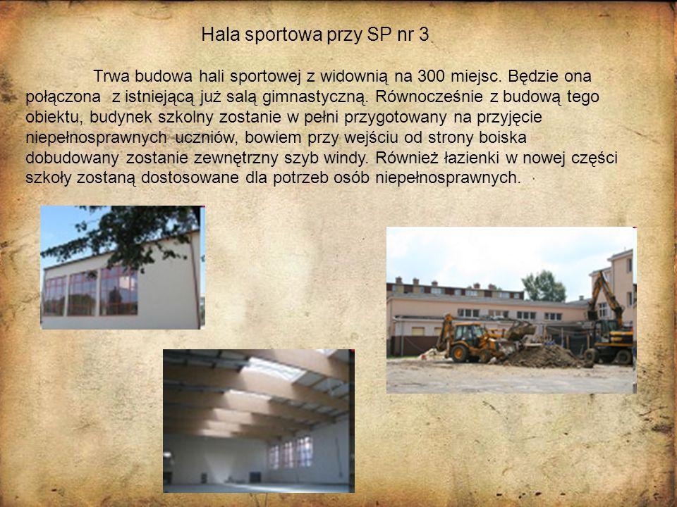 Trwa budowa hali sportowej z widownią na 300 miejsc. Będzie ona połączona z istniejącą już salą gimnastyczną. Równocześnie z budową tego obiektu, budy