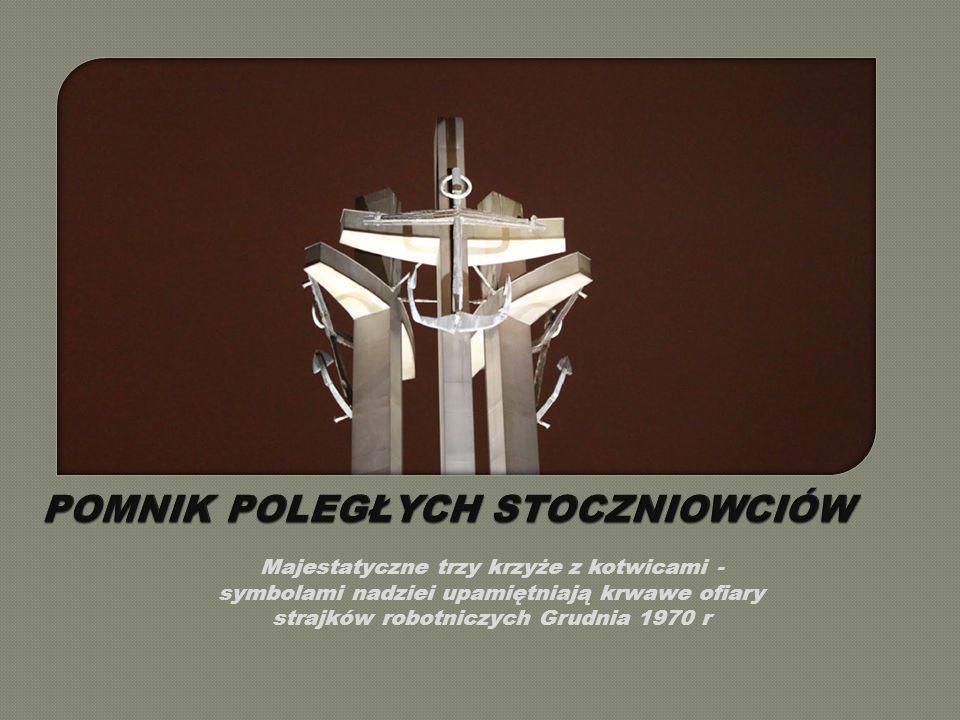 Majestatyczne trzy krzyże z kotwicami - symbolami nadziei upamiętniają krwawe ofiary strajków robotniczych Grudnia 1970 r