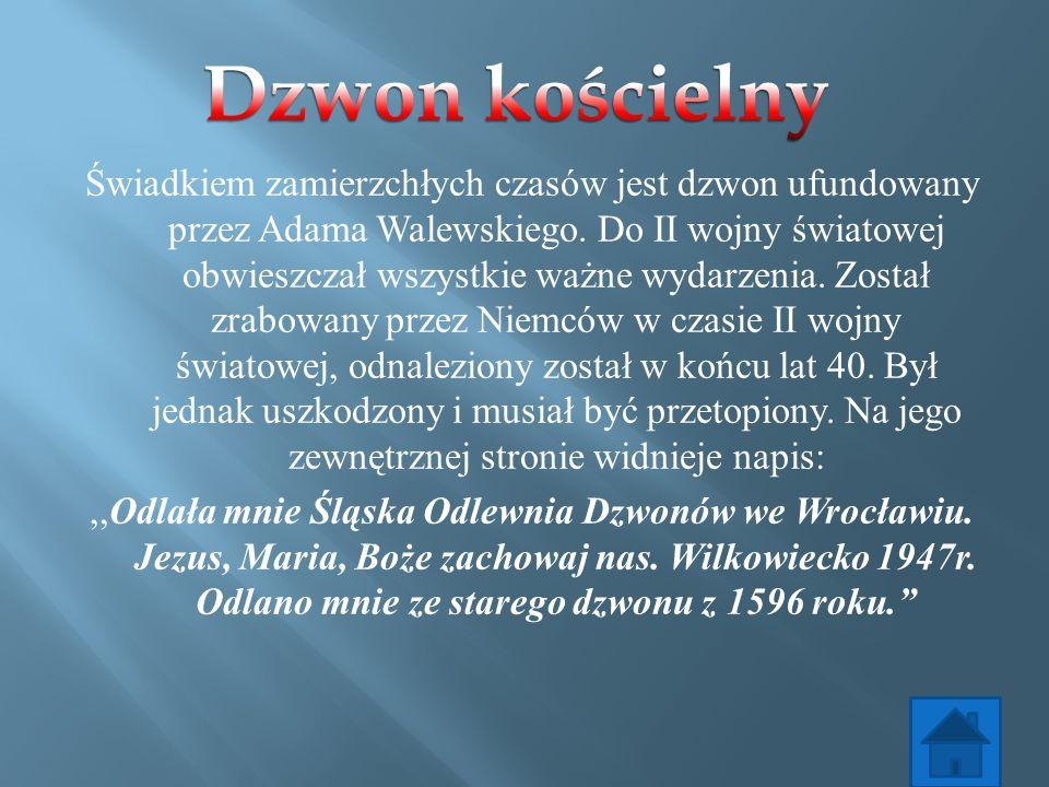 Świadkiem zamierzchłych czasów jest dzwon ufundowany przez Adama Walewskiego. Do II wojny światowej obwieszczał wszystkie ważne wydarzenia. Został zra