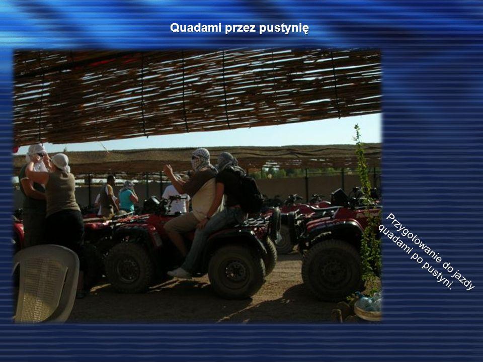 Quadami przez pustynię Przygotowanie do jazdy quadami po pustyni.