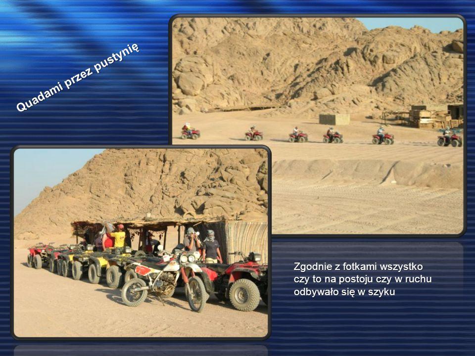 Quadami przez pustynię Zgodnie z fotkami wszystko czy to na postoju czy w ruchu odbywało się w szyku