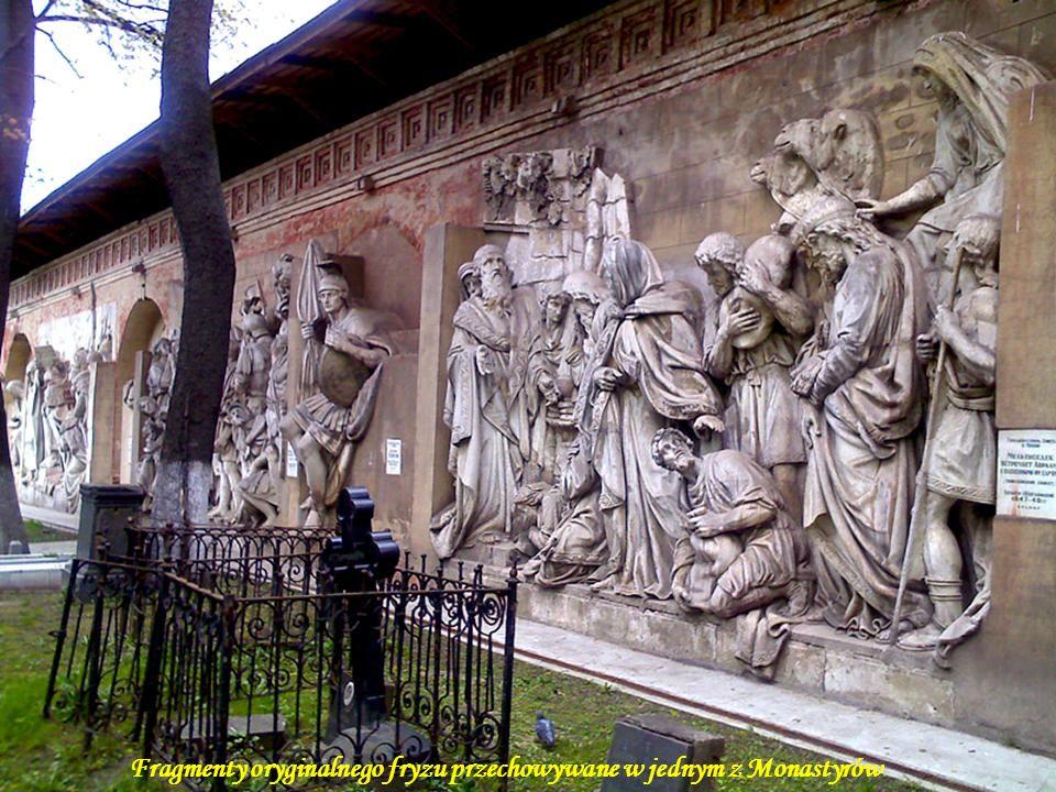 Da - Ma Brązowy fryz wokół świątyni przedstawiający sceny z Nowego Testamentu i historii Rusi