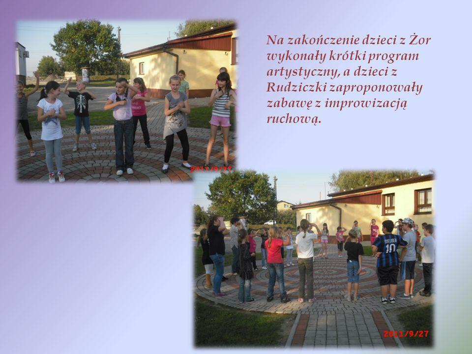 Na zakończenie dzieci z Żor wykonały krótki program artystyczny, a dzieci z Rudziczki zaproponowały zabawę z improwizacją ruchową.