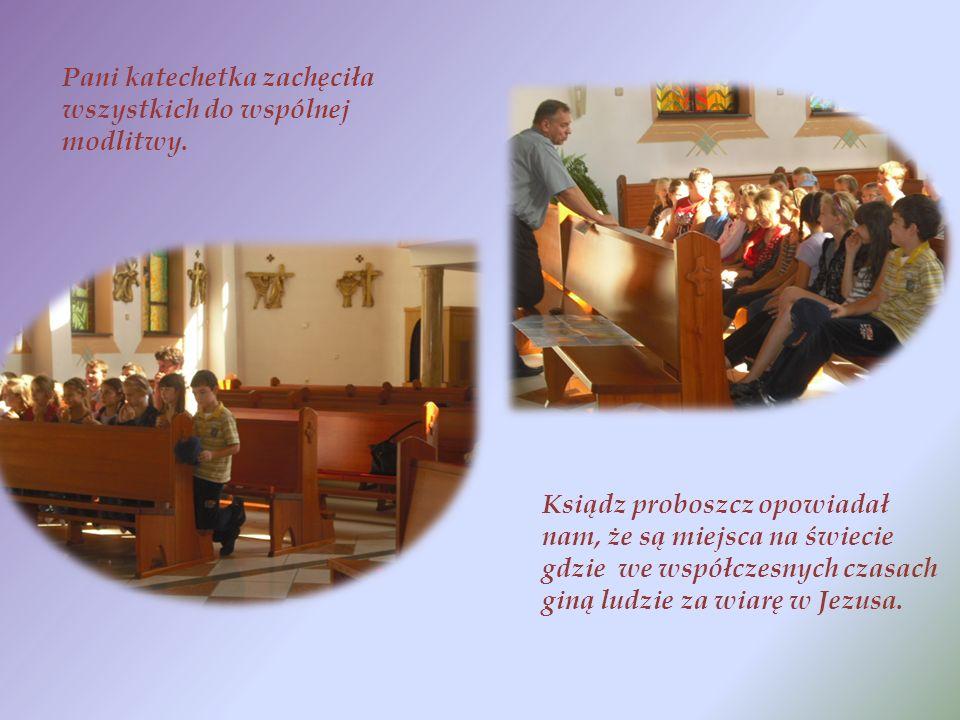Pani katechetka zachęciła wszystkich do wspólnej modlitwy.