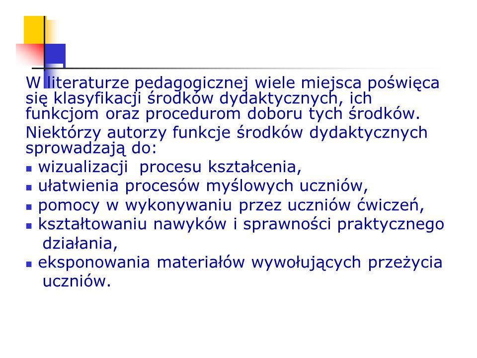 W literaturze pedagogicznej wiele miejsca poświęca się klasyfikacji środków dydaktycznych, ich funkcjom oraz procedurom doboru tych środków. Niektórzy
