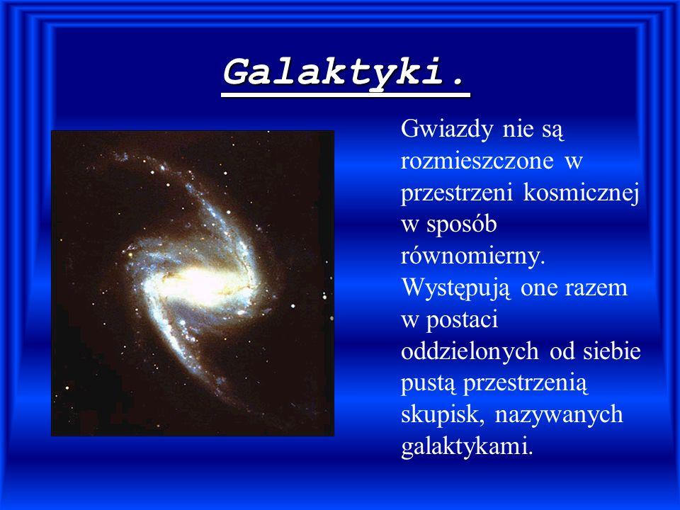 Galaktyki. Gwiazdy nie są rozmieszczone w przestrzeni kosmicznej w sposób równomierny. Występują one razem w postaci oddzielonych od siebie pustą prze