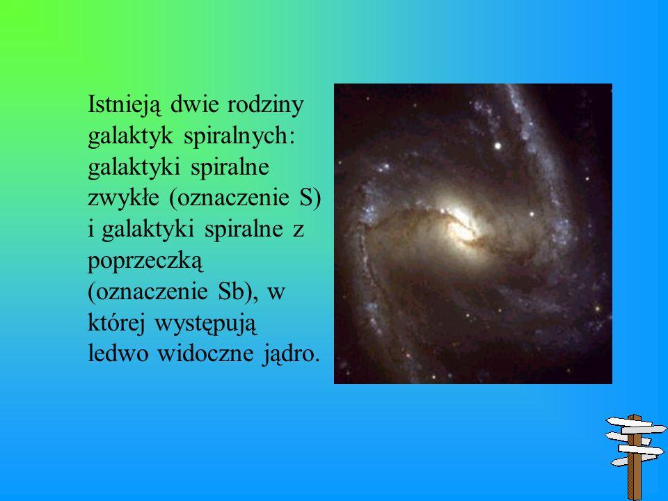 Istnieją dwie rodziny galaktyk spiralnych: galaktyki spiralne zwykłe (oznaczenie S) i galaktyki spiralne z poprzeczką (oznaczenie Sb), w której występ