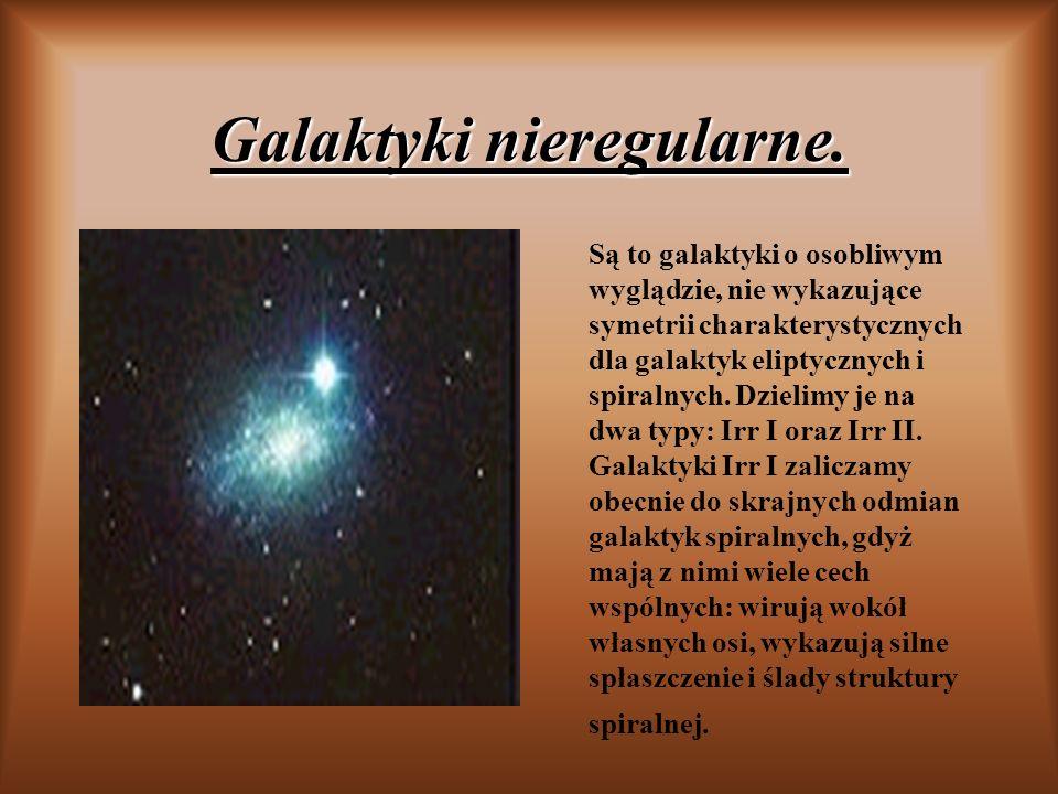 Galaktyki nieregularne. Są to galaktyki o osobliwym wyglądzie, nie wykazujące symetrii charakterystycznych dla galaktyk eliptycznych i spiralnych. Dzi