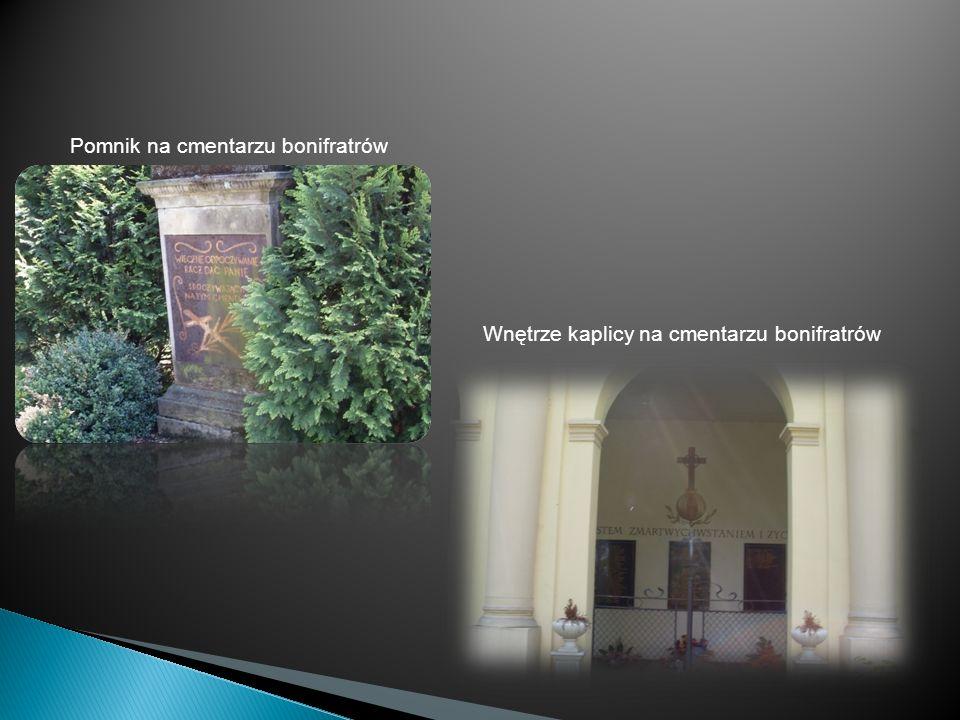 Pomnik na cmentarzu bonifratrów Wnętrze kaplicy na cmentarzu bonifratrów