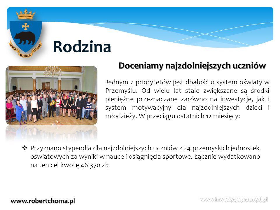 Rodzina www.robertchoma.pl Doceniamy najzdolniejszych uczniów Jednym z priorytetów jest dbałość o system oświaty w Przemyślu. Od wielu lat stale zwięk