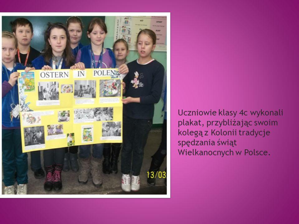 Uczniowie klasy 4c wykonali plakat, przybliżając swoim kolegą z Kolonii tradycje spędzania świąt Wielkanocnych w Polsce.
