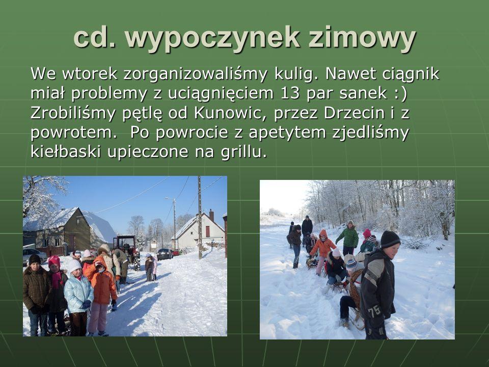 cd. wypoczynek zimowy We wtorek zorganizowaliśmy kulig. Nawet ciągnik miał problemy z uciągnięciem 13 par sanek :) Zrobiliśmy pętlę od Kunowic, przez