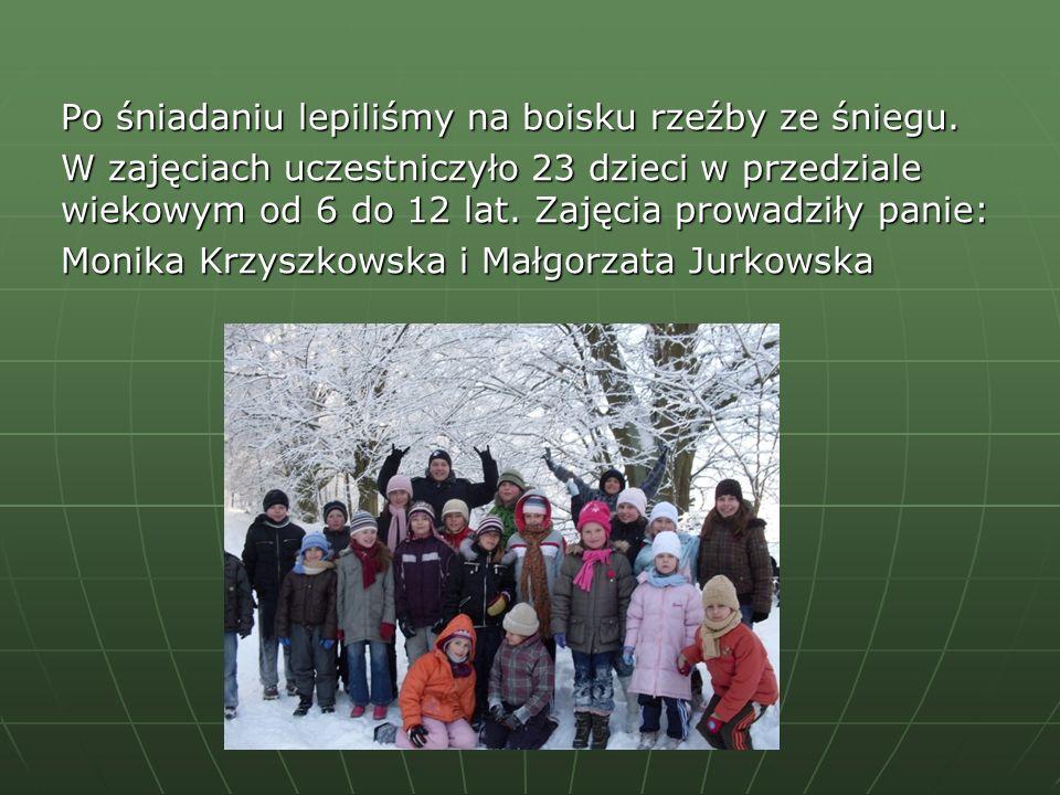 Po śniadaniu lepiliśmy na boisku rzeźby ze śniegu. W zajęciach uczestniczyło 23 dzieci w przedziale wiekowym od 6 do 12 lat. Zajęcia prowadziły panie: