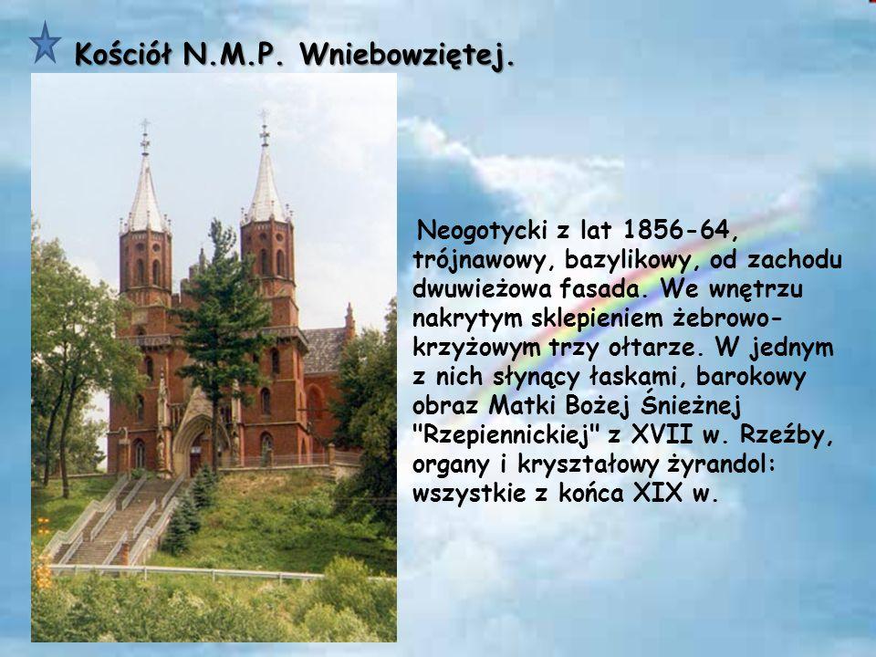 Pod lasem w Dąbrach znajduje się mały cmentarz, kryjący szczątki doczesne partyzantów dowodzonego przez majora Zdzisława Bossowskiego.