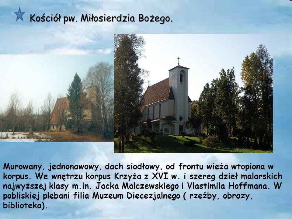 Cmentarz wojenny (nr 144) leży w pobliżu centrum administracyjnego miejscowości i przylega do cmentarza parafialnego Cmentarz wojenny (nr 144)