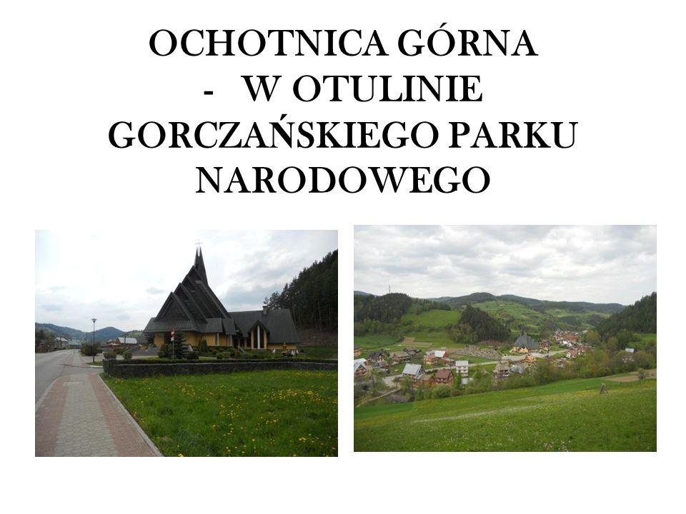 Wieś Ochotnica, dzieląca się na Dolną i Górną, jest najdłuższą (ponad 38 km wraz z przysiółkami) oraz jedną z największych wsi w Polsce.