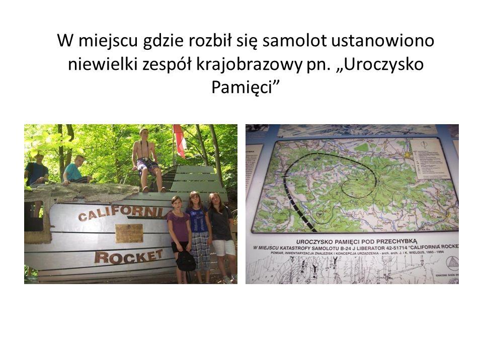 Na początku trasy zobaczymy przydrożną kapliczkę Kapliczka powstała w latach międzywojennych.