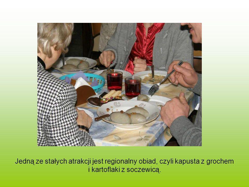 Jedną ze stałych atrakcji jest regionalny obiad, czyli kapusta z grochem i kartoflaki z soczewicą.