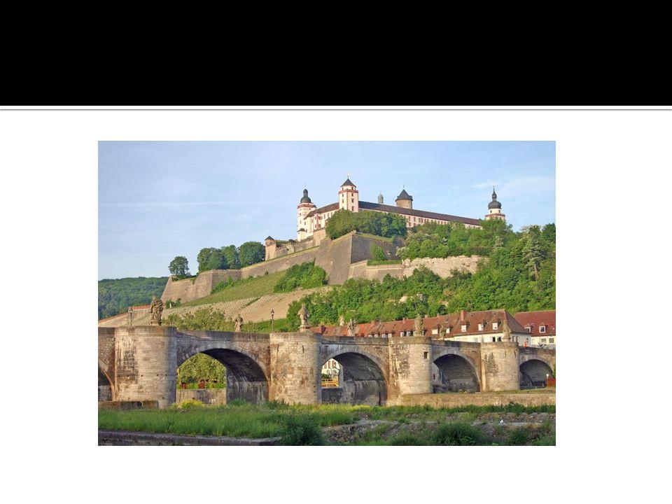 Na miejscu dzisiejszego miasta istniała pierwotnie celtycka osada.
