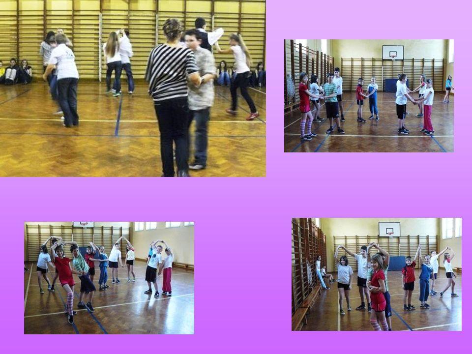 Taniec z piłkami Nauczyciele, którzy układają choreografię mają bardzo ciekawe pomysły.
