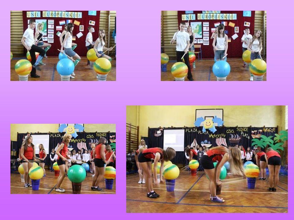 Konkurs Podczas dyskoteki szkolnej, organizowane są również konkursy taneczne, w których uczestnicy otrzymują nagrody.