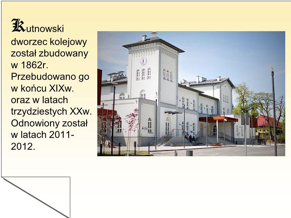 K utnowski dworzec kolejowy został zbudowany w 1862r. Przebudowano go w końcu XIXw. oraz w latach trzydziestych XXw. Odnowiony został w latach 2011- 2