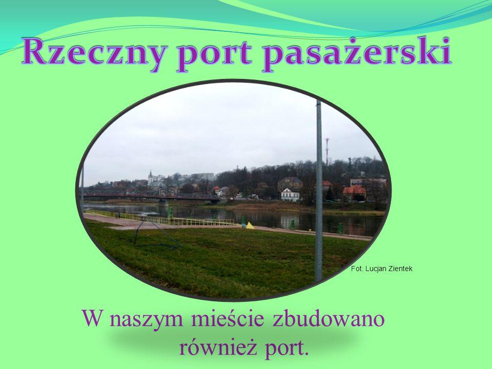 W naszym mieście zbudowano również port. Fot. Lucjan Zientek