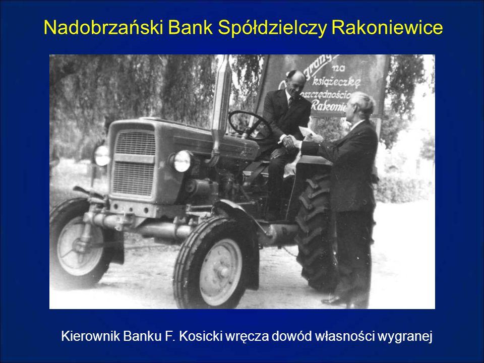 Nadobrzański Bank Spółdzielczy Rakoniewice Kierownik Banku F. Kosicki wręcza dowód własności wygranej