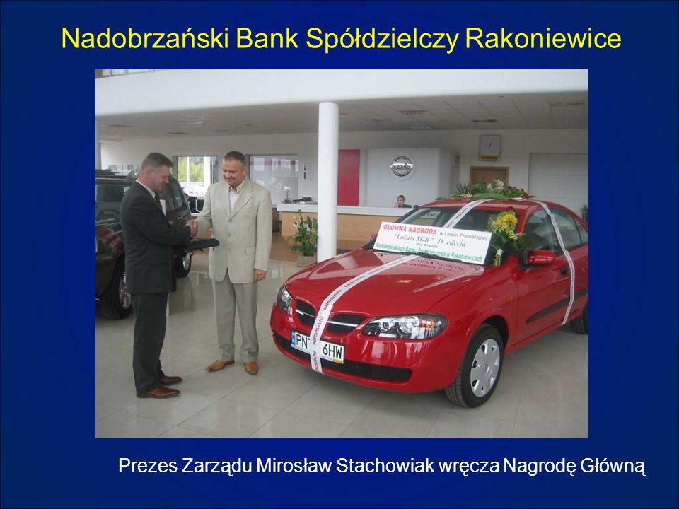 Nadobrzański Bank Spółdzielczy Rakoniewice Prezes Zarządu Mirosław Stachowiak wręcza Nagrodę Główną