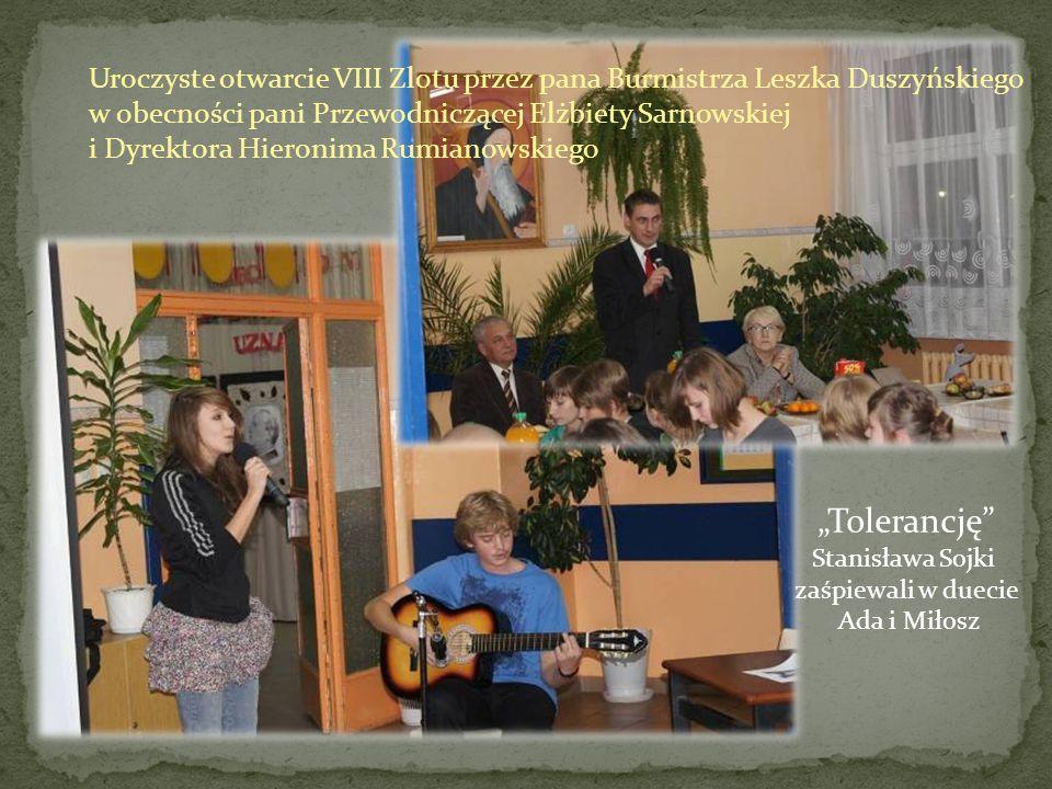 Uroczyste otwarcie VIII Zlotu przez pana Burmistrza Leszka Duszyńskiego w obecności pani Przewodniczącej Elżbiety Sarnowskiej i Dyrektora Hieronima Ru