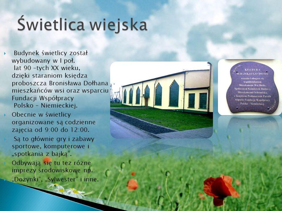 Budynek świetlicy został wybudowany w I poł. lat 90 –tych XX wieku, dzięki staraniom księdza proboszcza Bronisława Dołhana mieszkańców wsi oraz wsparc