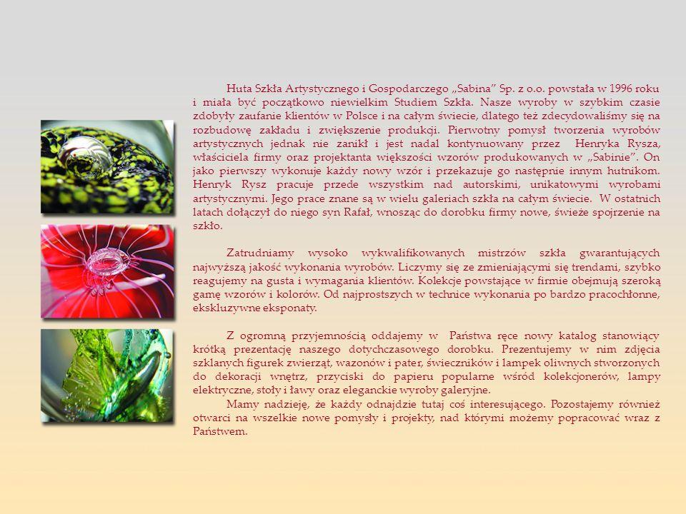 Huta Szkła Artystycznego i Gospodarczego Sabina Sp. z o.o. powstała w 1996 roku i miała być początkowo niewielkim Studiem Szkła. Nasze wyroby w szybki