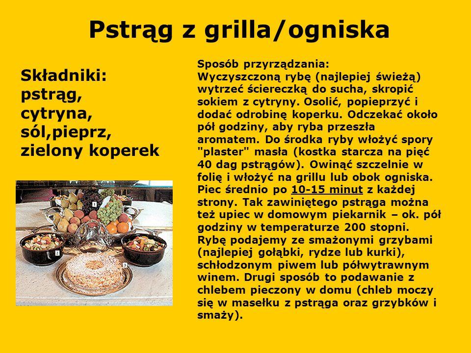 Pstrąg z grilla/ogniska Składniki: pstrąg, cytryna, sól,pieprz, zielony koperek Sposób przyrządzania: Wyczyszczoną rybę (najlepiej świeżą) wytrzeć ściereczką do sucha, skropić sokiem z cytryny.