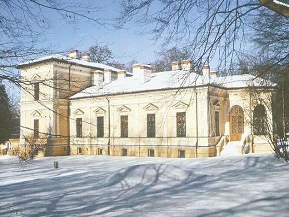 Zarzecze Pałac powstał w latach 1817 – 1819 według projektu Magdaleny z Dzieduszyckich Morskiej (szkice) i rysownika Józefa Tabaczyńskiego, ale w głównej mierze przez sprowadzonego z Warszawy architekta Chrystiana Piotra Aygnera.
