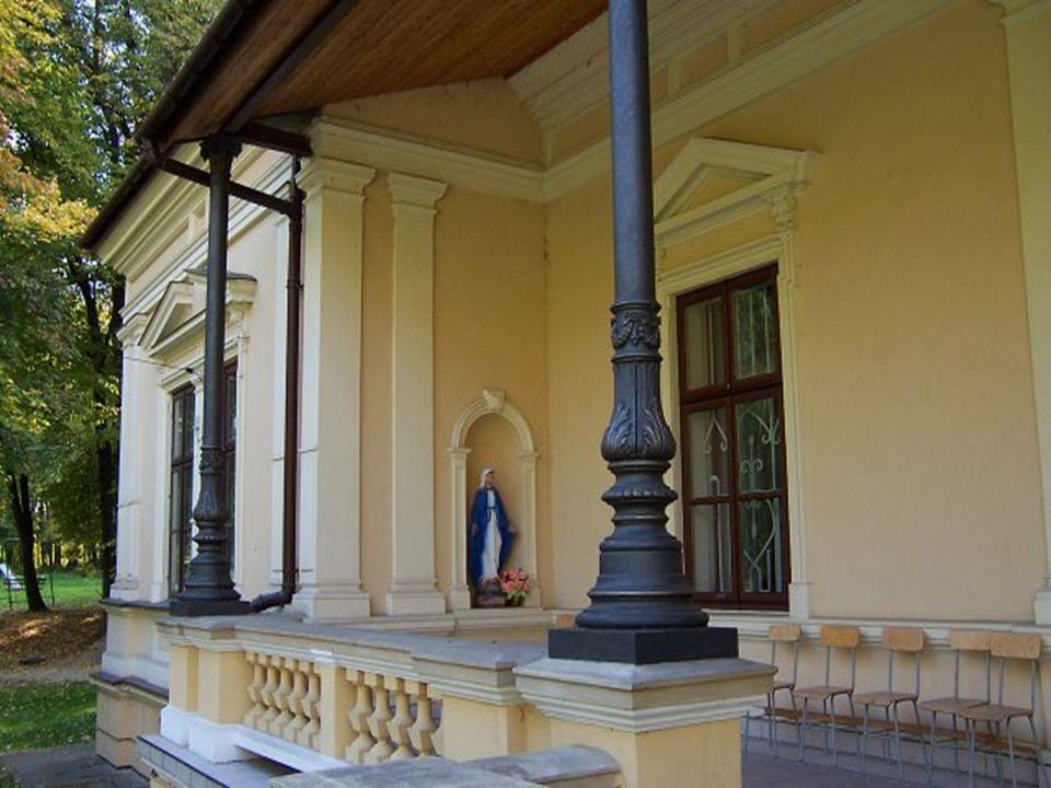 Ogrody w Zarzeczu (XIX w.) należą do najstarszych i najładniej rozplanowanych na Ziemi Przeworskiej.