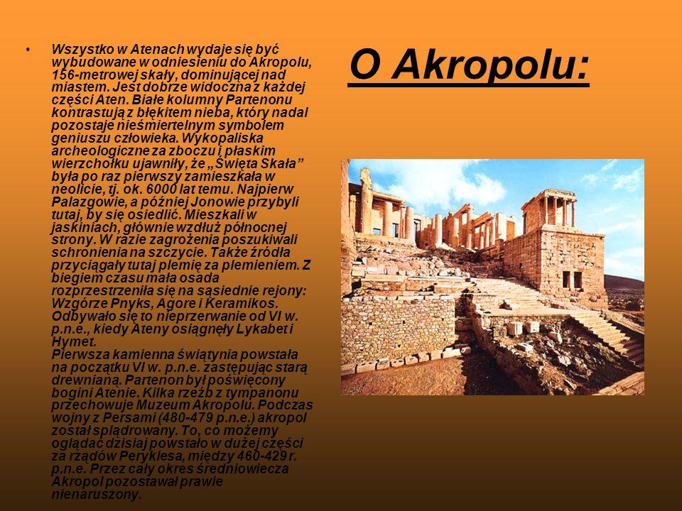 O Akropolu: Wszystko w Atenach wydaje się być wybudowane w odniesieniu do Akropolu, 156-metrowej skały, dominującej nad miastem. Jest dobrze widoczna