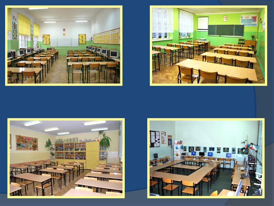 Szkoła jest znakomicie wyposażona W centrum multimedialnym – duży systematycznie wzbogacany księgozbiór W gabinecie pedagoga – logopedy specjalistyczne oprogramowanie i pomoce