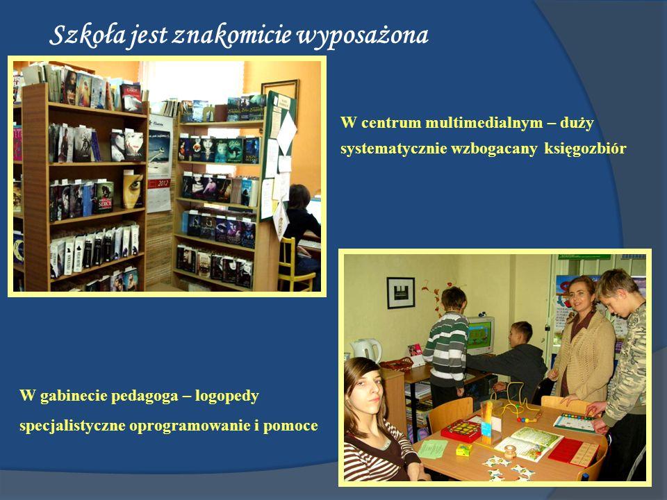 Szkoła jest znakomicie wyposażona W centrum multimedialnym – duży systematycznie wzbogacany księgozbiór W gabinecie pedagoga – logopedy specjalistyczn