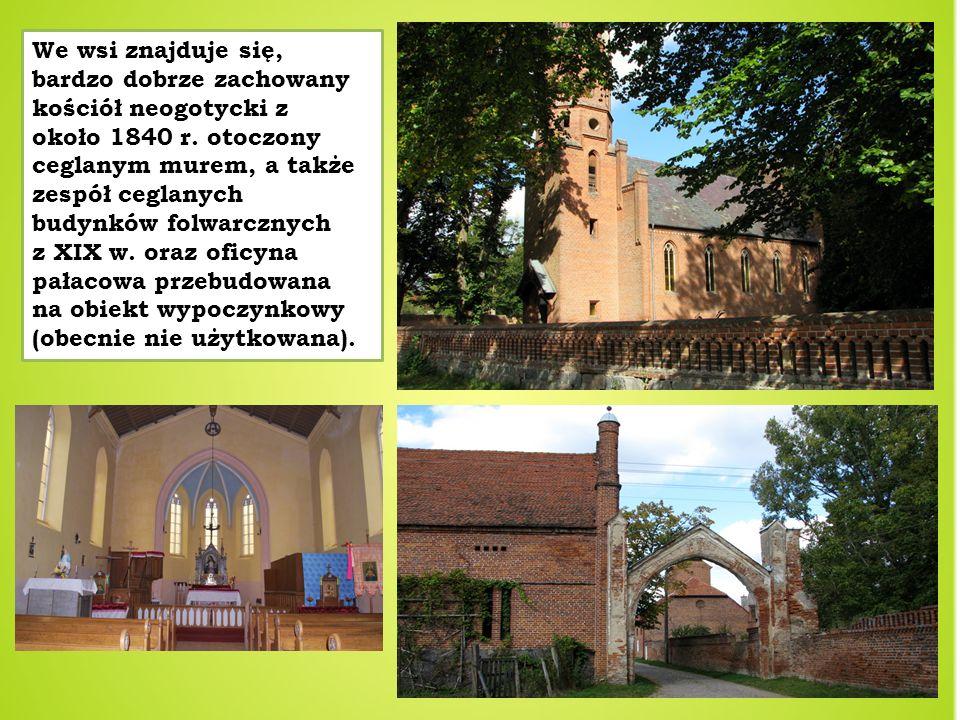 We wsi znajduje się, bardzo dobrze zachowany kościół neogotycki z około 1840 r. otoczony ceglanym murem, a także zespół ceglanych budynków folwarcznyc