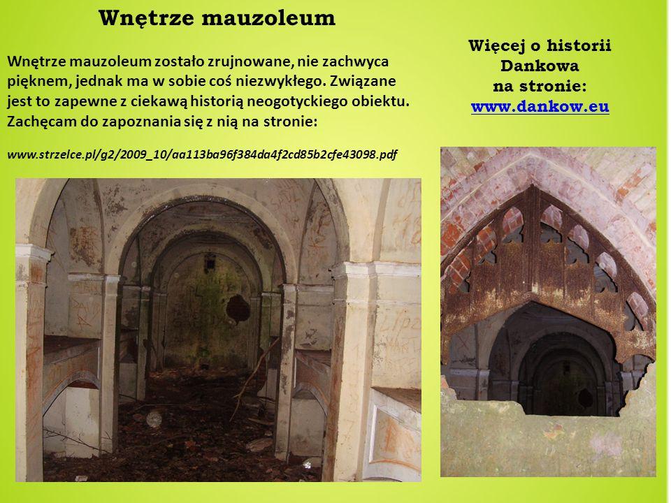 Wnętrze mauzoleum Wnętrze mauzoleum zostało zrujnowane, nie zachwyca pięknem, jednak ma w sobie coś niezwykłego. Związane jest to zapewne z ciekawą hi