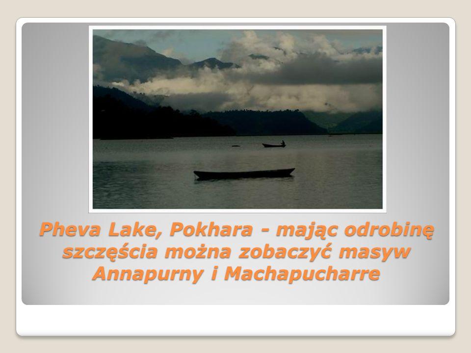 Pheva Lake, Pokhara - mając odrobinę szczęścia można zobaczyć masyw Annapurny i Machapucharre Pheva Lake, Pokhara - mając odrobinę szczęścia można zob